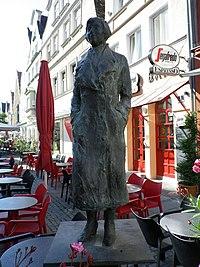 Statue von Marieluise Fleißer.jpg