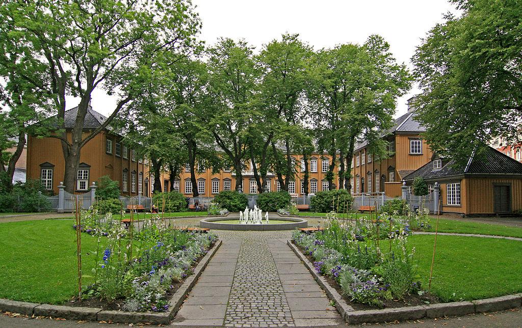Stiftsgaardsparken Trondheim.jpg