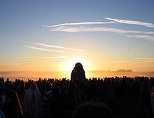 37.000 feiern die Sommersonnenwende in Stonehenge