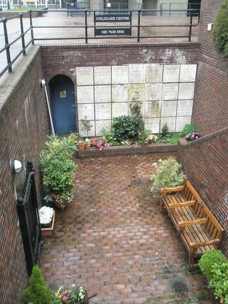 File:Sunken garden at St Giles Cripplegate Church Hall - geograph.org.uk - 1256788.jpg