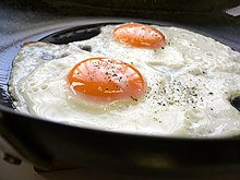 Esempio di due uova all'occhio di bue