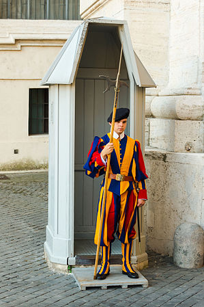 Swiss guard Vatican City.jpg