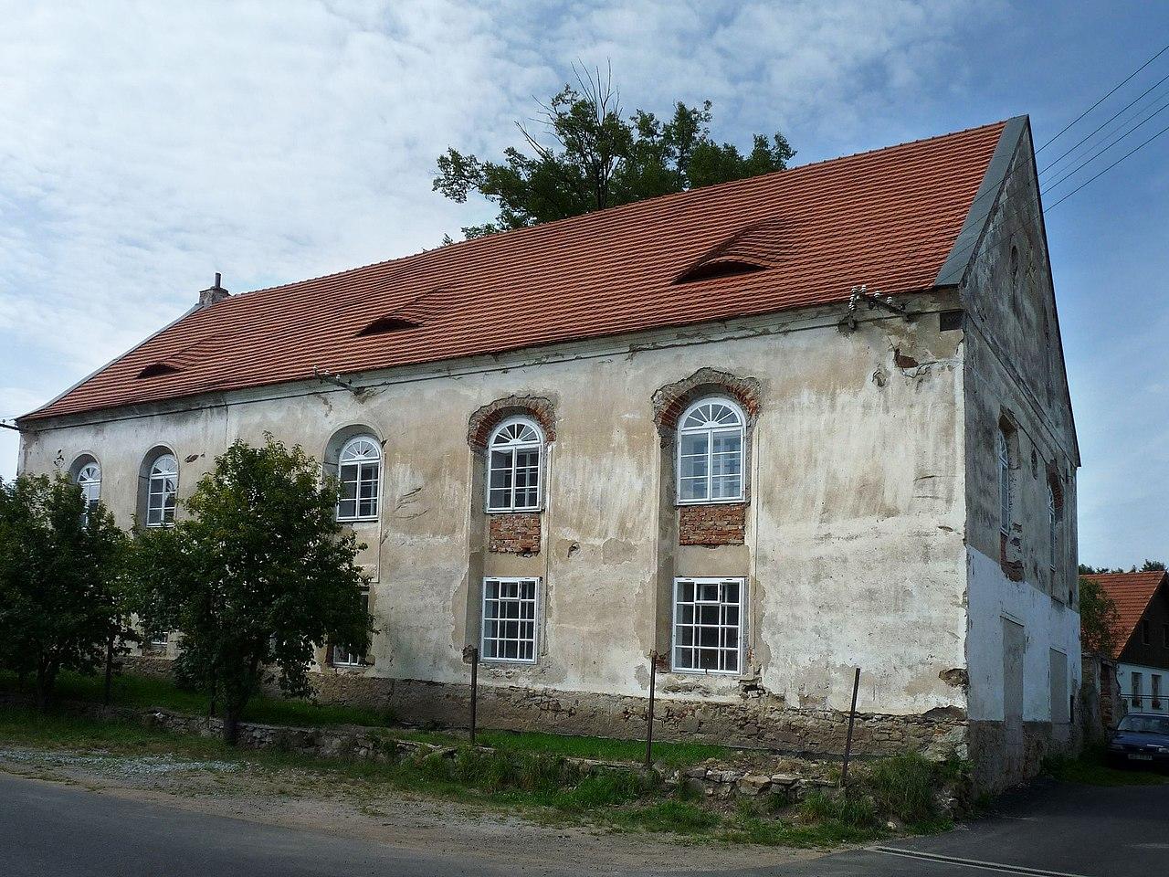 Synagoga Čkyně 01.jpg