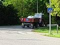 Třeboň, Jiráskova, autoškola - traktor, zezadu.jpg