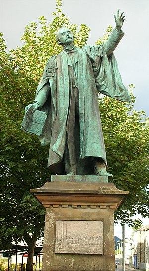 T. E. Ellis - Statue on the main shopping street in Bala