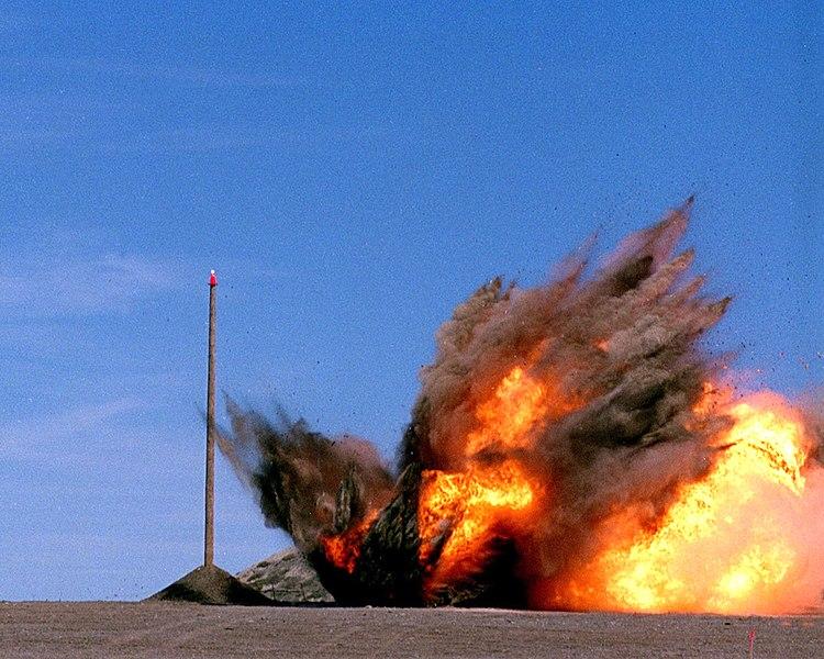 صاروخ توماهوك العابر للقارات 750px-Tactical_Tomahawk_020823-N-9999X-003