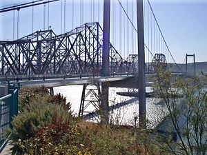 Carquinez Bridge - Carquinez Bridge in 2006 with the 1927 span in the center.
