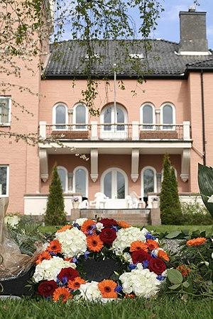 Fridtjof Nansen Institute - Fridtjof Nansen's grave is situated in the gardens at the Polhøgda estate