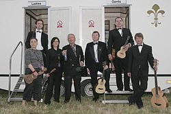 Das Ukulele Orchestra of Great Britain auf der Fairport's Cropredy Convention, 2005