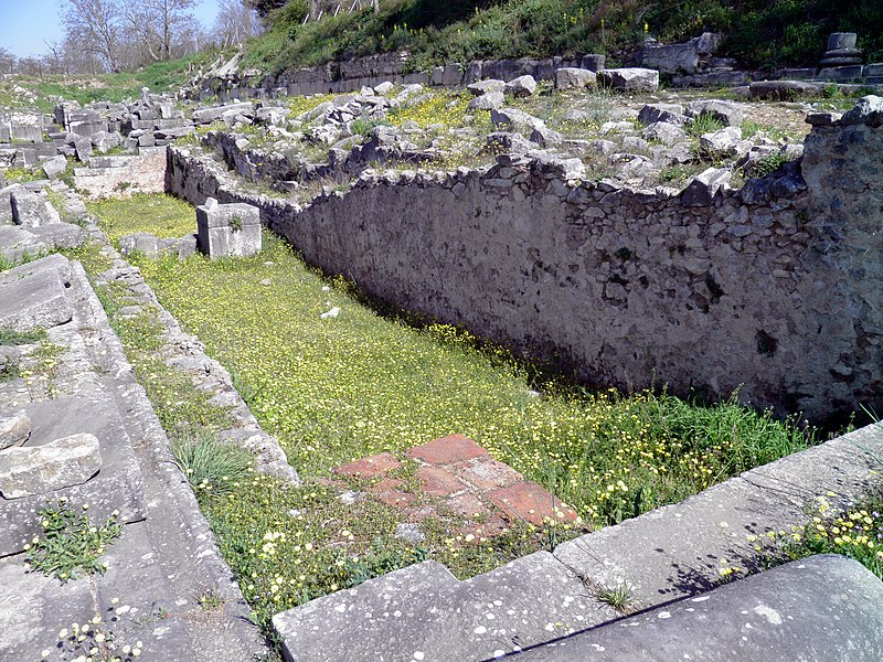 File:The occidental Fountain in the north-west of the Forum, Philippi (7272584834).jpg