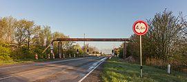 Tijdelijke pijpleidingbrug over de Tramwei in Broek bij Joure 04.jpg