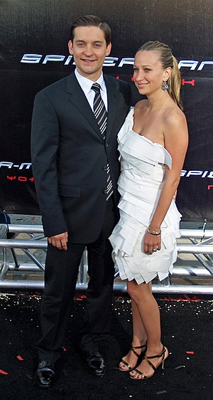 Tobey Maguire and his fiance Jennifer Meyer at the Spiderman 3 premiere in New York