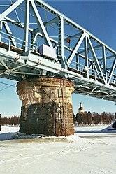 Torne River railway bridge 20130317 002.jpg