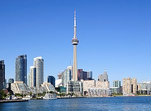 Deutsch: Toronto Harbourfront: CN Tower und di...