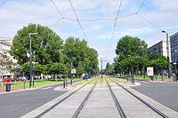 Tram tracks in Avenue Foch (Le Havre, 2017).jpg