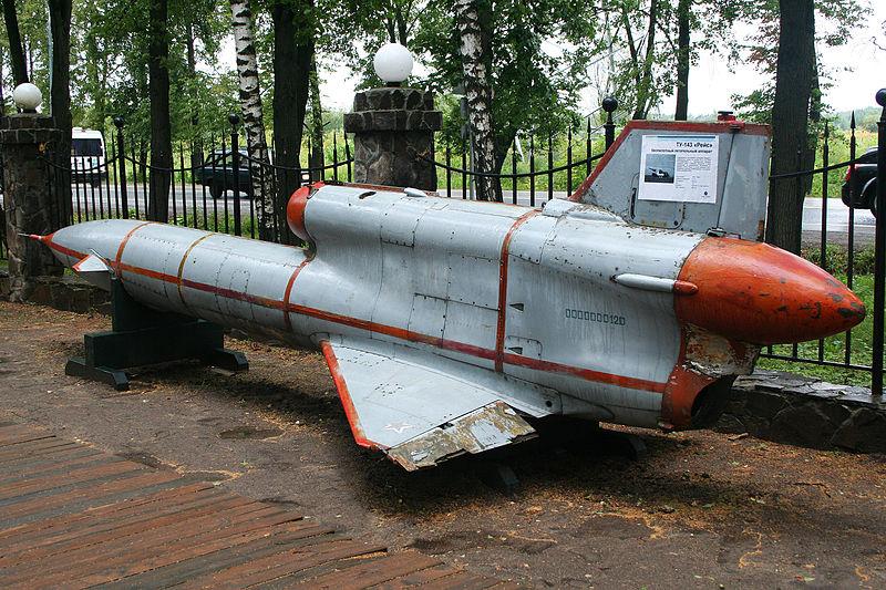 800px-Tupolev_Tu-143_Reys_%288457293960%29.jpg