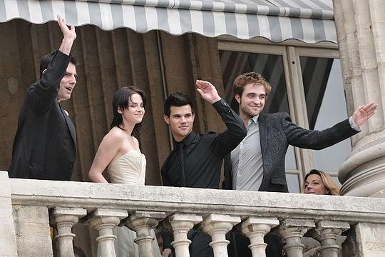 Kristen Stewart ja Robert Pattinson virallisesti dating