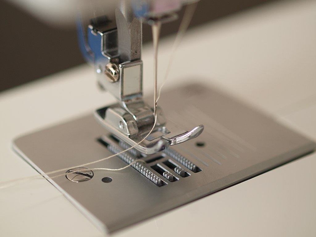feed sewing machine definition