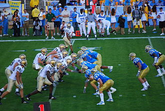 2007 UCLA Bruins football team - Jimmy Clausen directs the ND offense