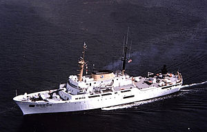 NOAAS Discoverer (R 102) - Image: USC&GS Discoverer (1964)