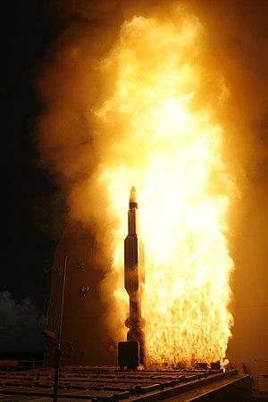 انظمة الدفاع الجوي البحرية 300px-USS_Lake_Erie_%28CG_70%29_missile_test