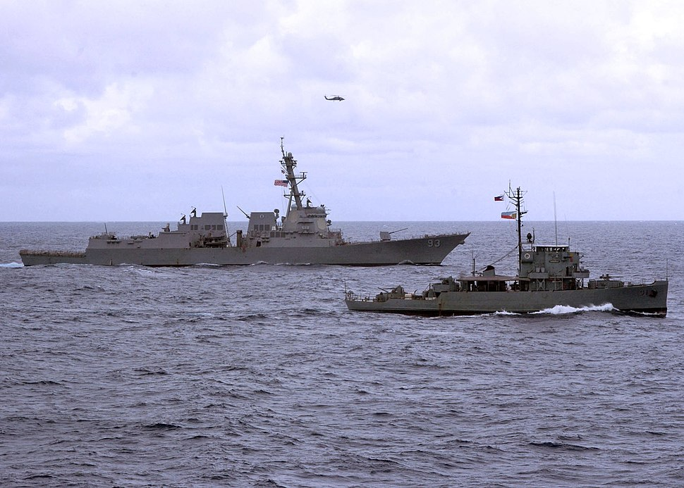 US Navy 110705-N-VY256-028 The guided-missile destroyer USS Chung-Hoon (DDG 93) and the Armed Forces of the Philippines Navy corvettes