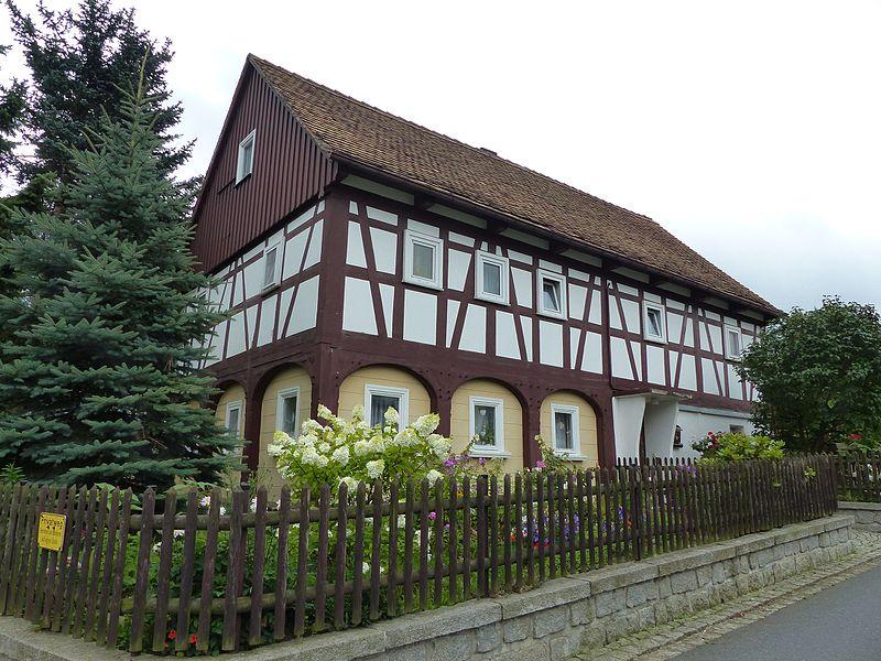 File:Umgebinde Wilhelm-Fröhlich-Weg 18 Bertsdorf (1).jpg