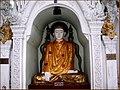 Vaije a birmania sept 2006 buda entre sedas yangon (por dari (2916374405).jpg