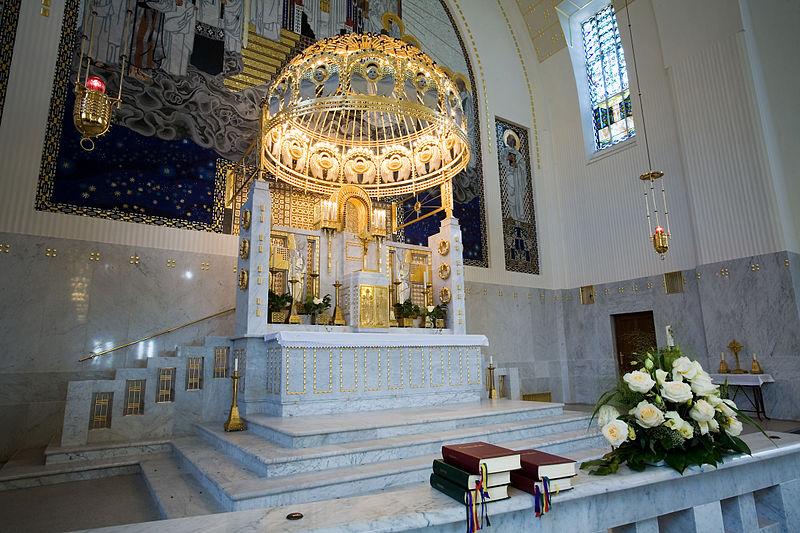 File:Vienna - Otto Wagner's St Leopold Church - 6859.jpg