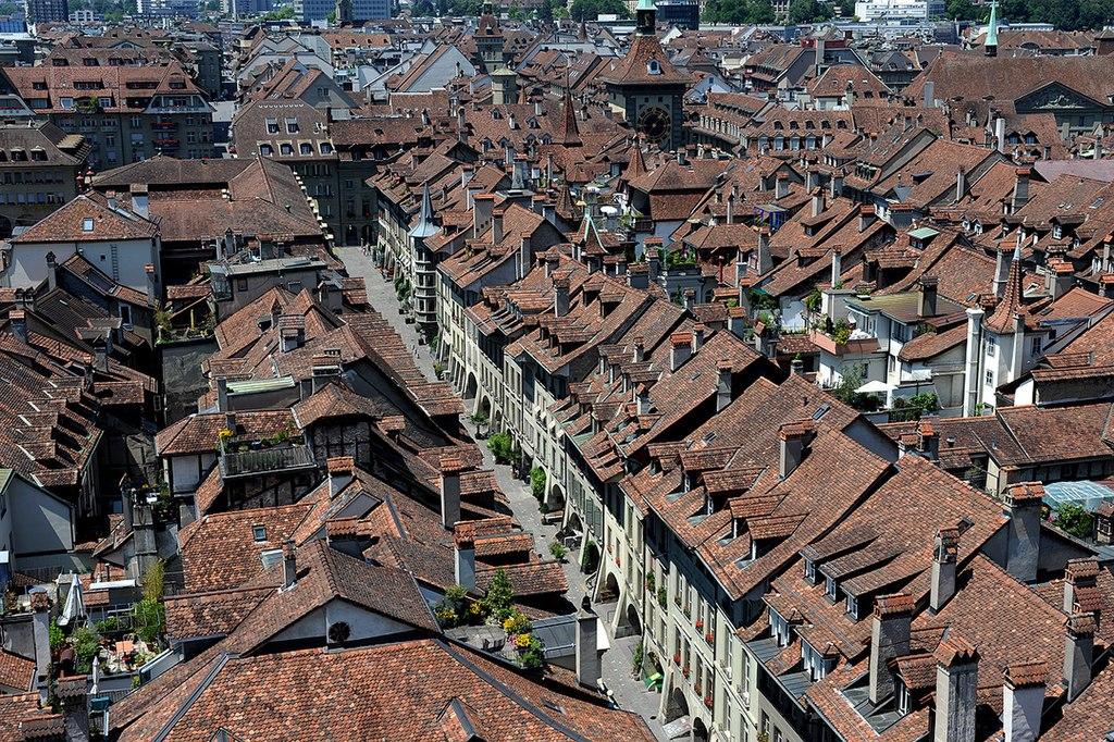 Blick vom Berner Münster westwärts auf die Münstergasse (Schweiz Rundfahrt Sehenswürdigkeit). View from Berne cathedral - Валерий Дед (1)
