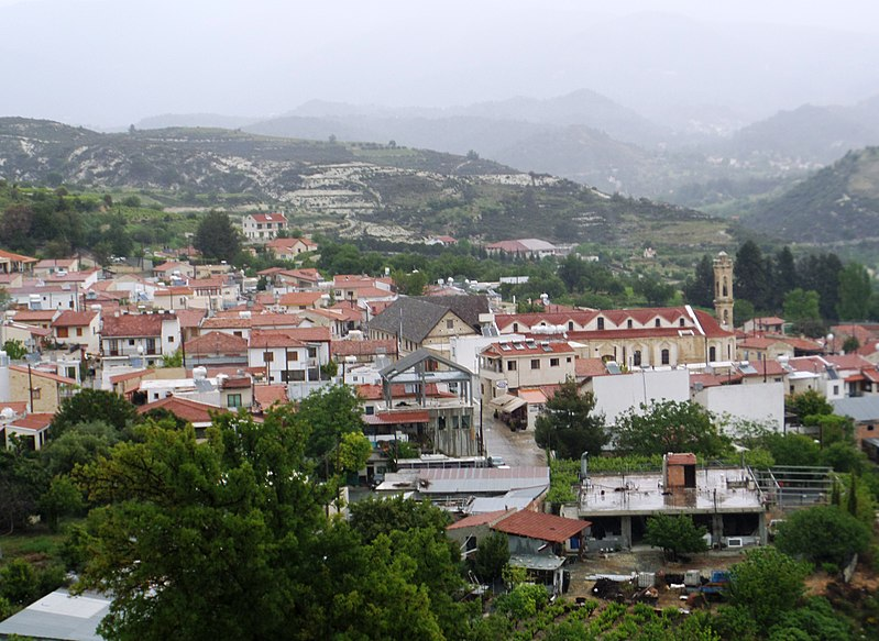 File:View of Omodos 04.jpg