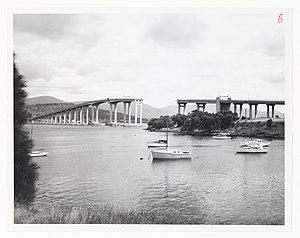 Tasman Bridge disaster - Image: View of the Tasman Bridge from Kalatie Road Montague Bay looking toward the Powder Jetty over Cuthbertson's Boat shed (1975) (16200189861)