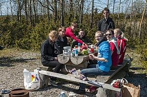 Estonian Wikipedia - Image: Vikipedistide pildiretk Osmussaarele 2015