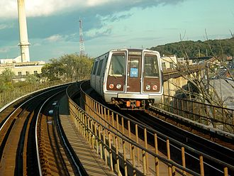 Blue Line (Washington Metro) - Blue Line train on the D Route bridge, near the Blue/Silver and Orange Line's eastern split