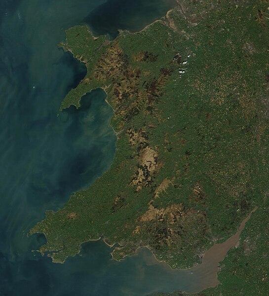 Delwedd lloeren o Gymru - Ffynhonnell: NASA