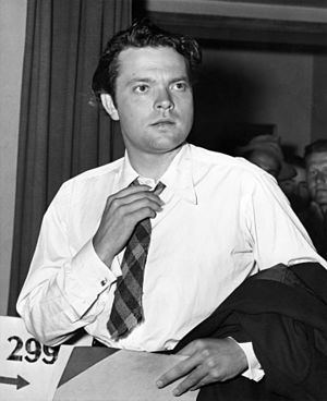 The Mercury Wonder Show - Orson Welles leaving his Army physical examination after being judged unfit for military service (May 6, 1943)
