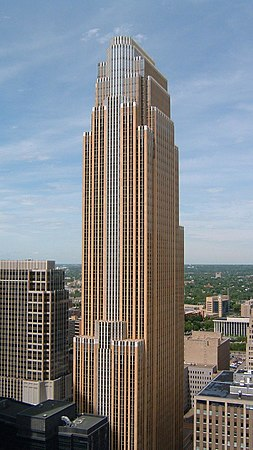 postmodern architecture. wells fargo center in minneapolis, by césar pelli, completed 1988 postmodern architecture