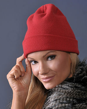 Knit cap - Woman wearing a modern red knit cap