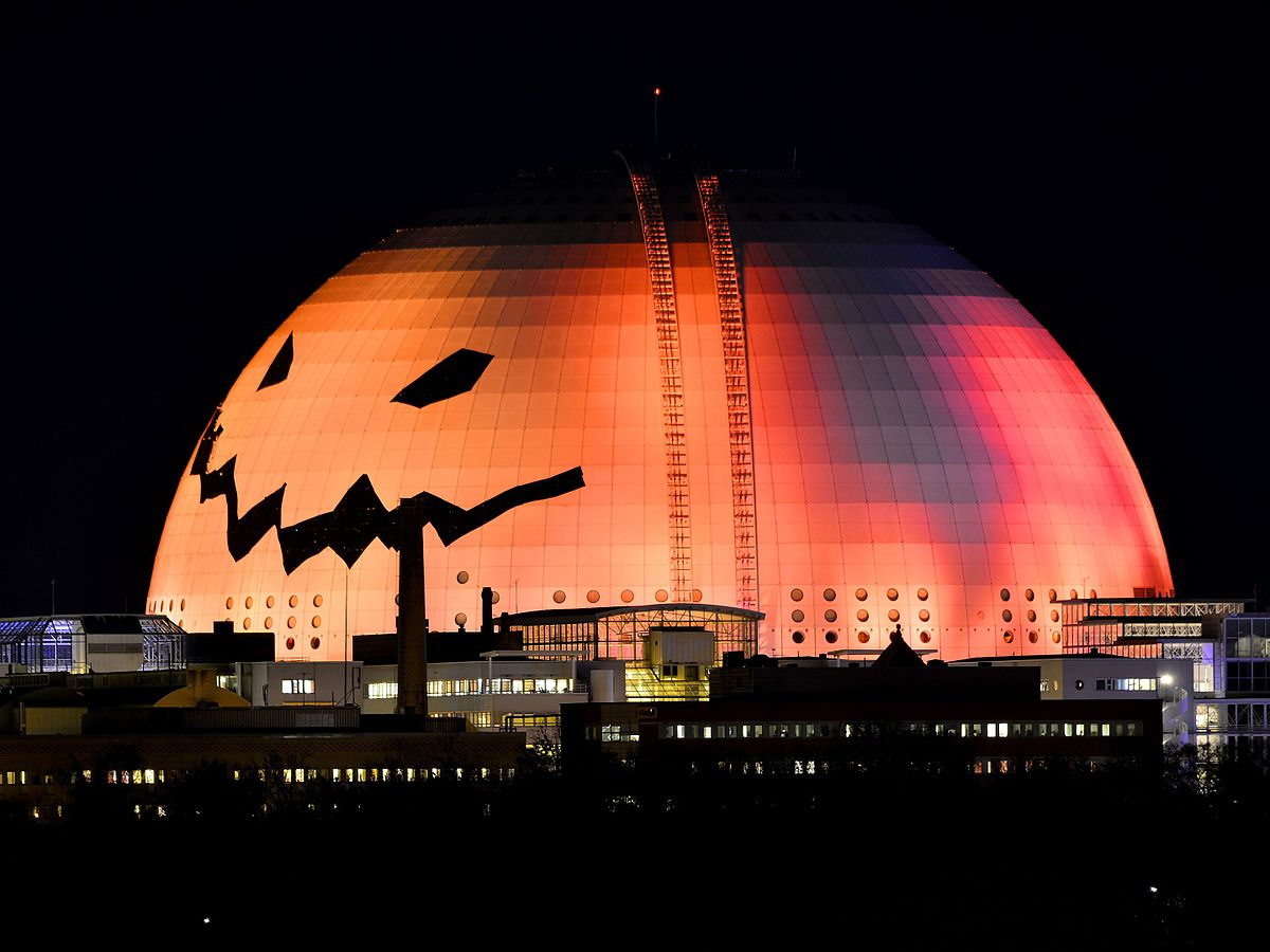 World's largest Halloween pumpkin.jpg