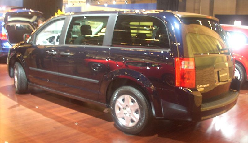 ファイル:'10 Dodge Grand Caravan -- Rear (MIAS '10).JPG