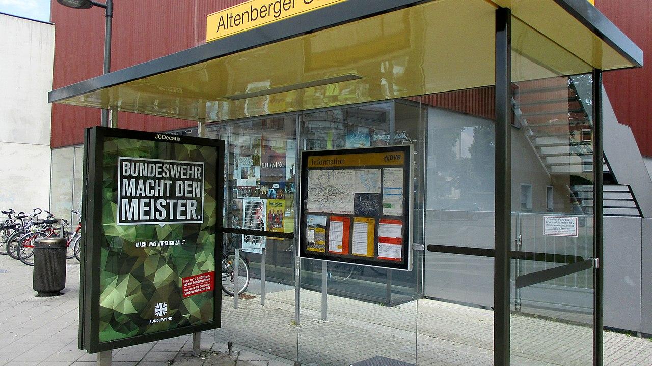 +DVB Haltestelle Altenberger Straße mit Werbeplakat - Bundeswehr macht den Meister. - Bild 001.jpg