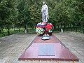 Братская могила советских воинов, городской парк, Высоковск.jpg