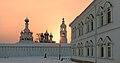Вставало солнце за монастырской стеной.jpg