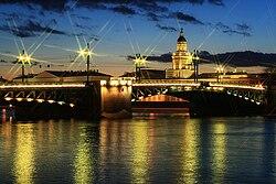 Дворцовый мост. Ночная подсветка. 2009-03-22.jpg