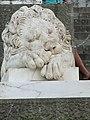 Спящий лев у заднего входа во Дворец.jpg