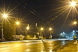 Туманна вулиця Микулинецька опівночі 1 січня 2021, початок Тернополя з боку Великої Березовиці