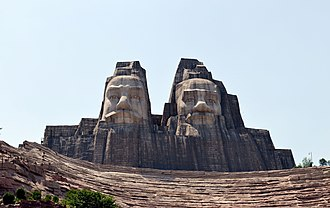 Zhengzhou - The statues of the Yan Emperor and the Yellow Emperor at Zhengzhou Yellow River Scenic Area