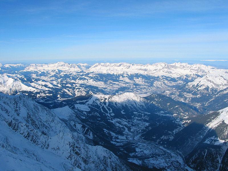 File:00 Chamonix - Vallée et Chaîne des Aravis.JPG
