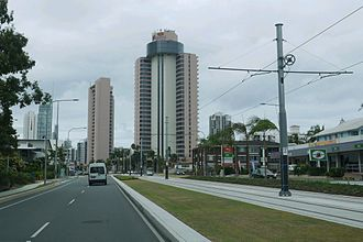Gold Coast Highway - Image: 14 02 06 Gold Coast Highway with Light Rail in the Median