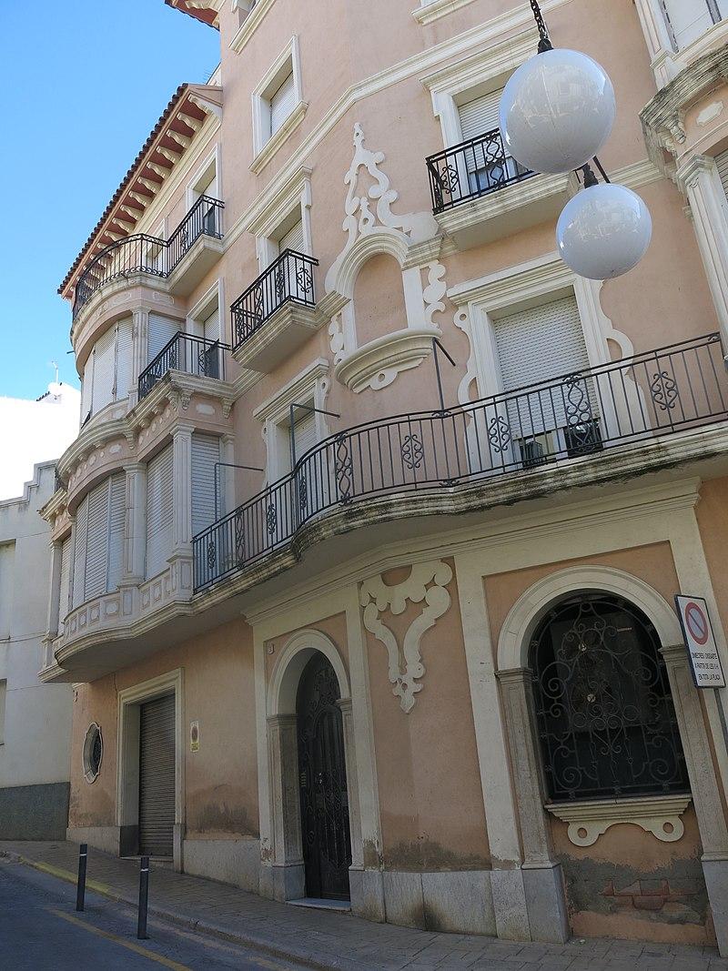 149 Ca Puig Busquets, plaça de les Garrofes 31 - costa del Puntarró 1 (Valls).jpg